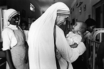 Mother Teresa with babies